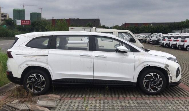 Hyundai Custo ra mat,  MPV 6 cho trang bi dong co tang ap 2.0L anh 1