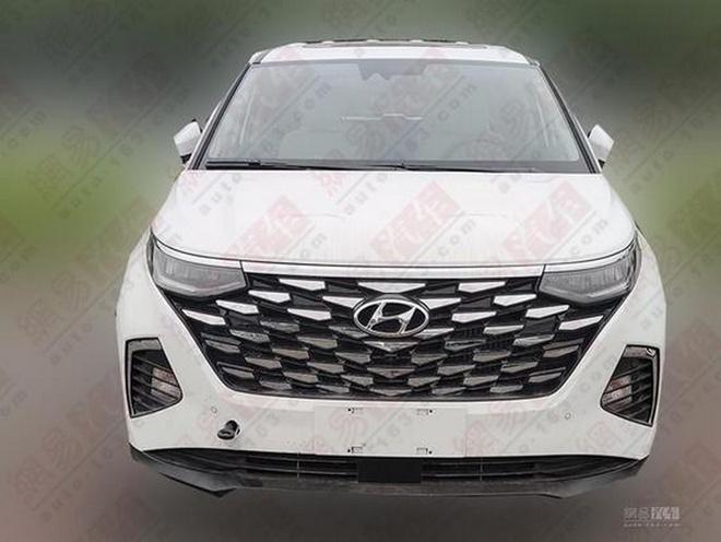 Hyundai Custo ra mat,  MPV 6 cho trang bi dong co tang ap 2.0L anh 2