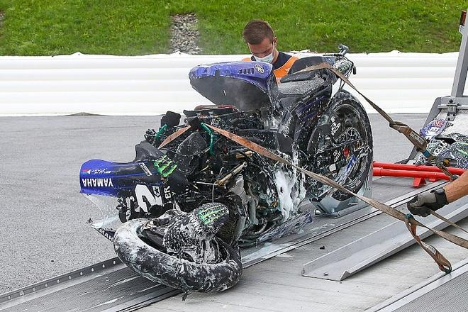 Vi sao Maverick Vinales nhay ra khoi xe o toc do 230 km/h? anh 1