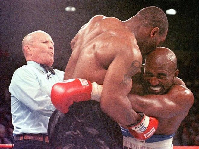 Mike Tyson kiem duoc 3 trieu USD tu man can tai Holyfield hinh anh 1 holy.jpg