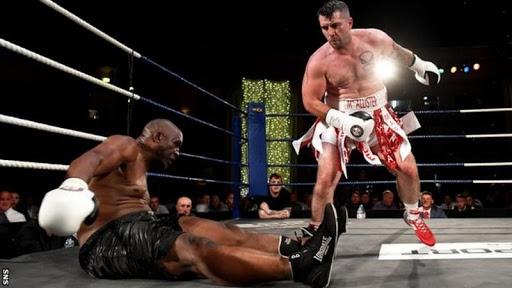 Mike Tyson bất ngờ bị knock out ... có vẻ đây không mấy thuận lợi cho tay đấm thép kể từ khi ông quyết định quay lại sự nghiệp ở tuổi ....54