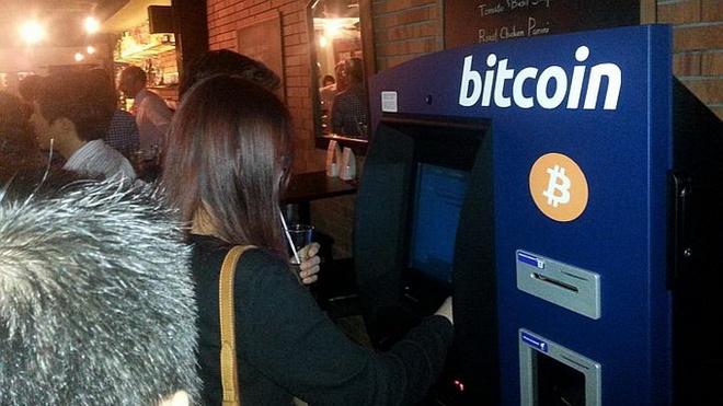 Singapore co may nhan tien ao bitcoin dau tien hinh anh