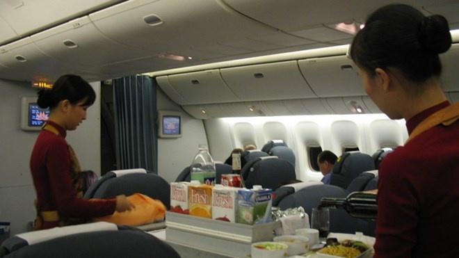 Hang xach tay Nhat doi gia, Vietnam Airlines tang giam sat hinh anh