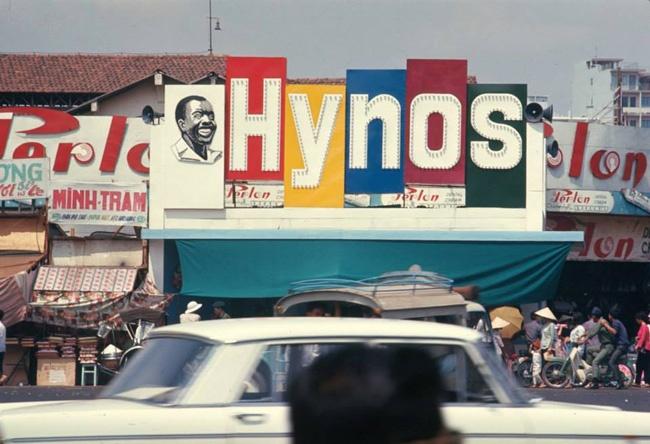 Ai dung sau nhung thuong hieu Viet vang bong the ky 20? hinh anh 2 Hình ảnh kem đánh răng Hynos trên khắp phố phường Sài Gòn.