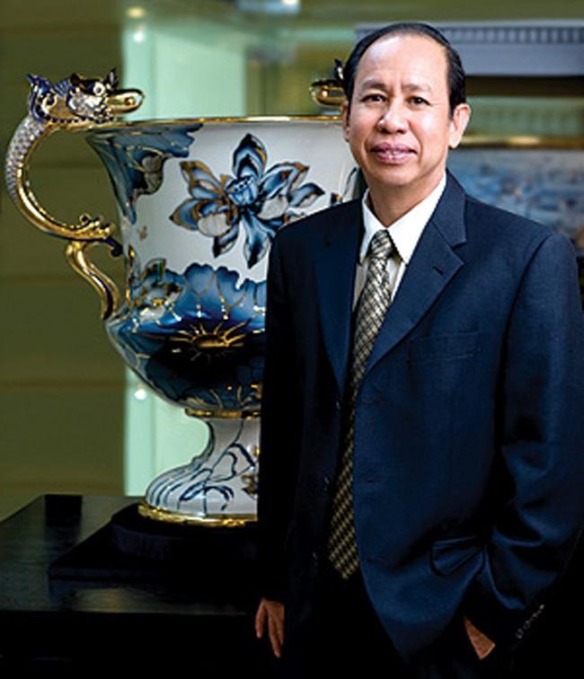 Ai dung sau nhung thuong hieu Viet vang bong the ky 20? hinh anh 5 Từ xưởng gốm 100 năm của gia đình, doanh nhân Lý đã tạo ra sản phẩm gốm sứ Minh Long được nhiều người Việt ưa chuộng.