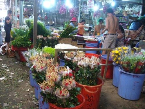 Hoa hong tang gia gap doi truoc le 20/10 hinh anh 1