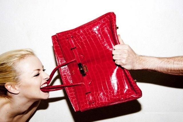 Tu thu cua mot tin do Hermes o Viet Nam hinh anh 1 Dù là thương hiệu đắt đỏ, nhưng Hermès không phải lúc nào cũng được lòng người dùng. Khách hàng vẫn thường phàn nàn về chuyện những chiếc túi này khá nặng, và kiểu dáng cứng nhắc. Ảnh: Tylershields.