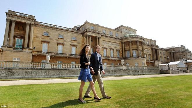 Nu hoang Anh giau co ra sao? hinh anh 2 Là tài sản nổi tiếng nhất của gia đình hoàng gia nhưng cung điện Buckingham thực ra không có giá trị về mặt thương mại. Ảnh: Dailymail.