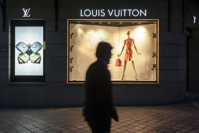 Vi sao thuong hieu Louis Vuitton ngay cang mat gia? hinh anh