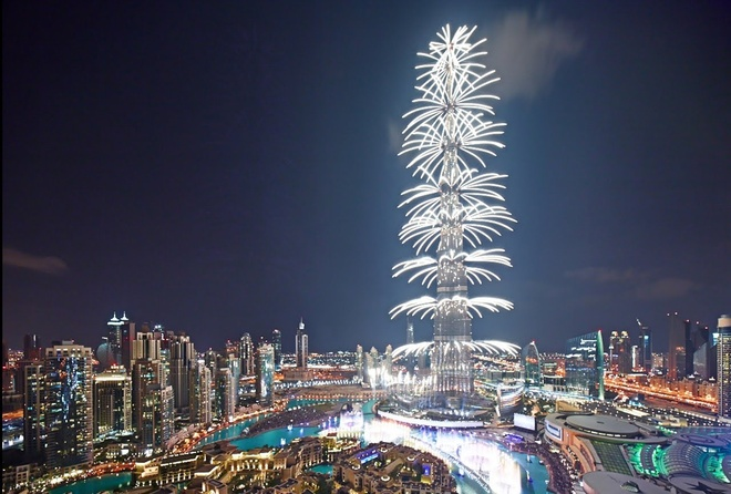 Rac roi cua toa nha cao nhat the gioi - Burj Khalifa hinh anh 3 Từng là biểu tượng của sự giàu có, Burj Khalifa giờ đây là nhân chứng cho cuộc khủng hoảng nợ chưa có hồi kết của Dubai. Ảnh: