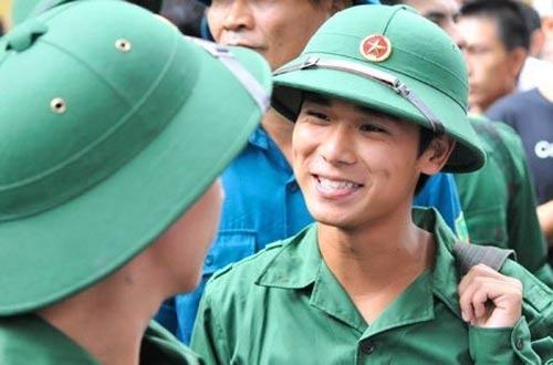 Bo truong Quoc phong: 'Hoc DH chinh quy moi hoan nhap ngu' hinh anh