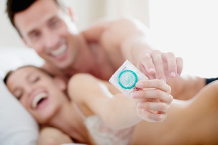 Kết quả hình ảnh cho dùng bao cao su khi quan hệ lúc mang thai