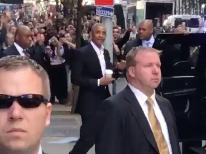 Obama khien hang tram nguoi ho reo tren duong pho New York hinh anh