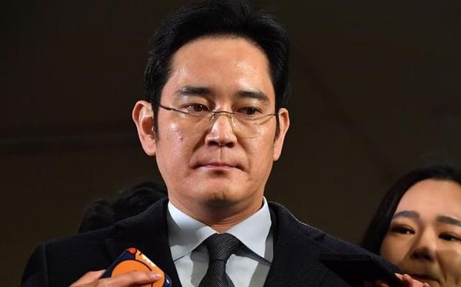 'Thai tu Samsung' chinh thuc bi truy to toi tham nhung hinh anh 1