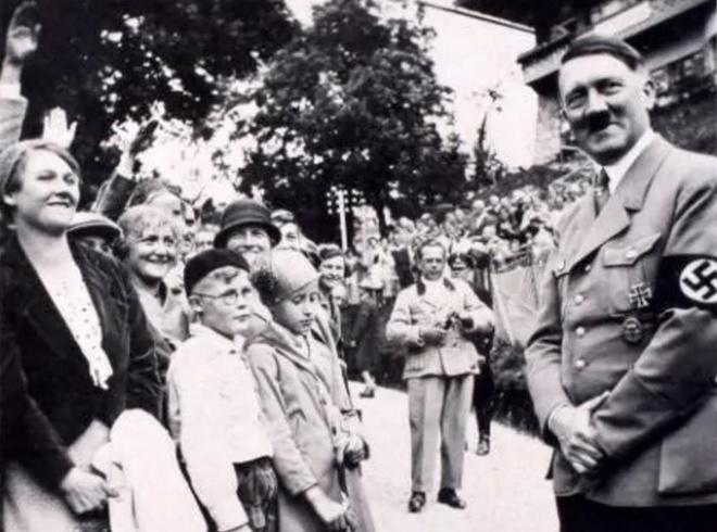 Loat anh chua tung cong bo cua Hitler do nguoi tinh luu giu hinh anh