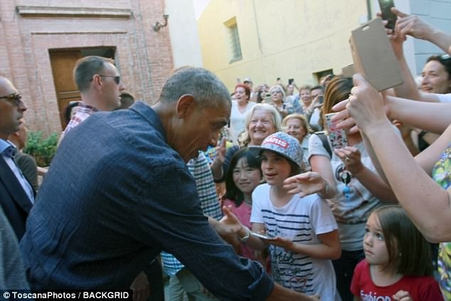 Obama bi 'cuon di' giua dong nguoi ham mo o Italy hinh anh 2