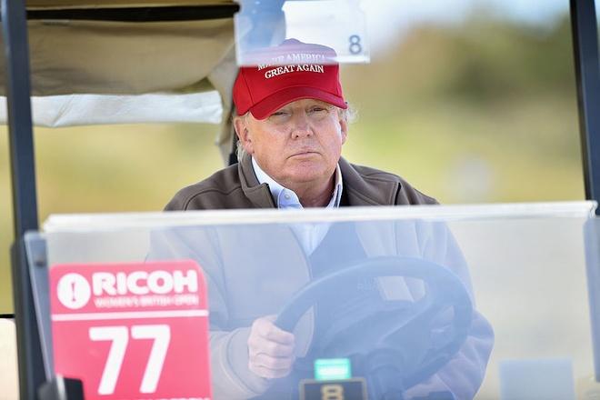 Ong Trump noi dang 'lam viec cham chi' o cau lac bo golf hinh anh