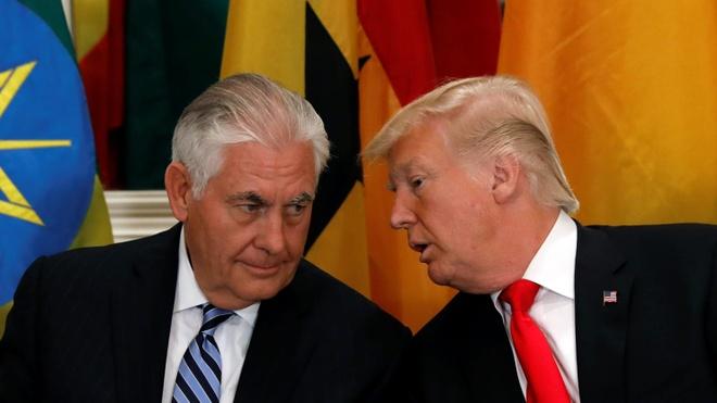 Tong thong Trump bac tin Ngoai truong Tillerson dinh tu chuc hinh anh