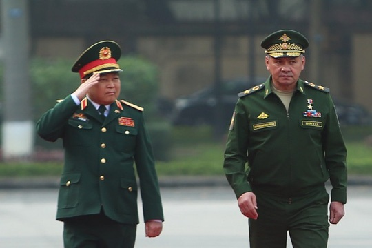 Bo truong Ngo Xuan Lich don Bo truong Quoc phong Nga Sergei Shoigu hinh anh 1