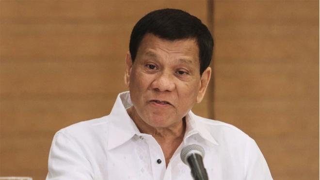 Duterte nhan gui Toa Hinh su Quoc te: Ban toi di, dung bo tu hinh anh