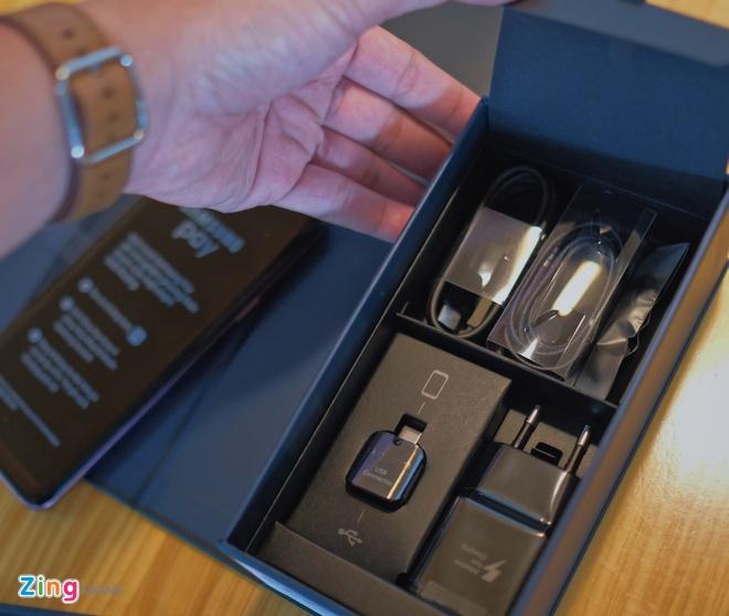 Mo hop va trai nghiem nhanh Galaxy S9+ mau tim o VN hinh anh 2