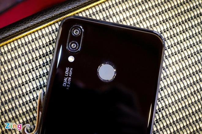 Chi tiet Huawei Nova 3e: Thiet ke tot, co camera kep va 'tai tho' hinh anh 4