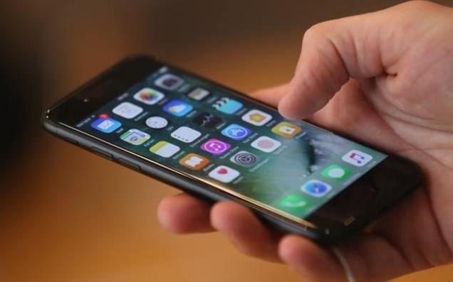 Neu tung thay pin iPhone gia 79 USD, Apple tra lai ban 50 USD hinh anh