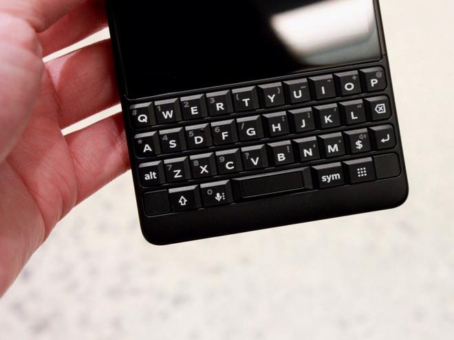 Ban phim vat ly co the giet chet Blackberry Key2 hinh anh