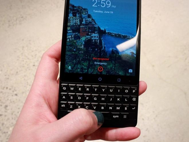 Ban phim vat ly co the giet chet Blackberry Key2 hinh anh 2
