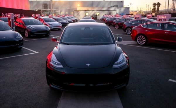 Neu khong ban duoc Model 3, Tesla se ngung hoat dong hinh anh