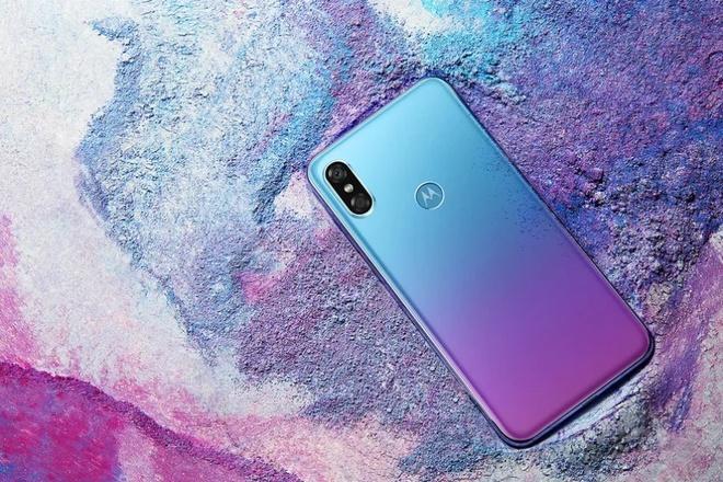 Motorola sap ra smartphone sao chep iPhone X va Huawei P20 hinh anh