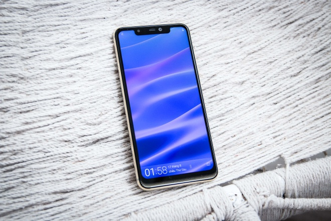 Mobiistar sap ra smartphone giong iPhone X, camera kep hinh anh