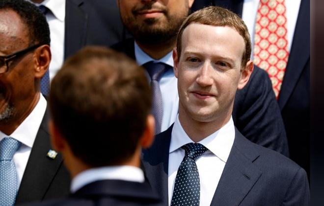 Co dong Facebook lai de nghi Mark Zuckerberg tu chuc hinh anh