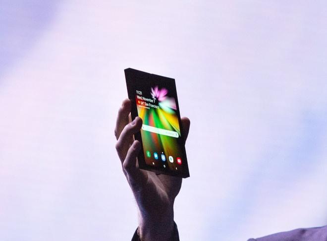 Day la smartphone man hinh gap dau tien cua Samsung hinh anh 1