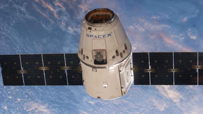 SpaceX cua Elon Musk pha ky luc phong ve tinh trong mot nam hinh anh