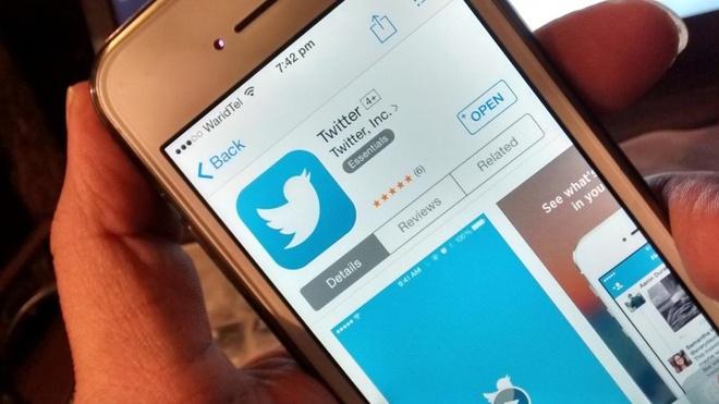 Huawei dang tweet chuc mung nam moi bang iPhone hinh anh