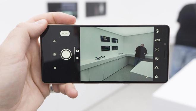 Chi tiet Sony Xperia L3 vua ra mat: Gia tam trung, cau hinh tu 2017 hinh anh 3