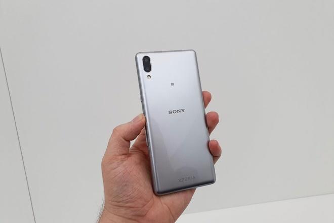 Chi tiet Sony Xperia L3 vua ra mat: Gia tam trung, cau hinh tu 2017 hinh anh 1