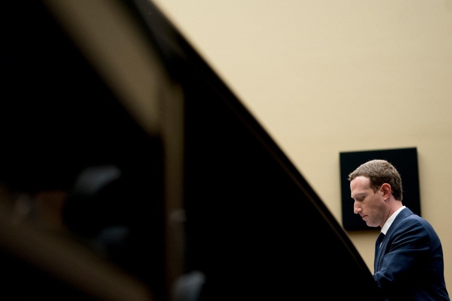 Mức phạt 5 tỷ USD là số tiền nhiều hơn lợi nhuận một quý của Facebook. Ảnh: AP.