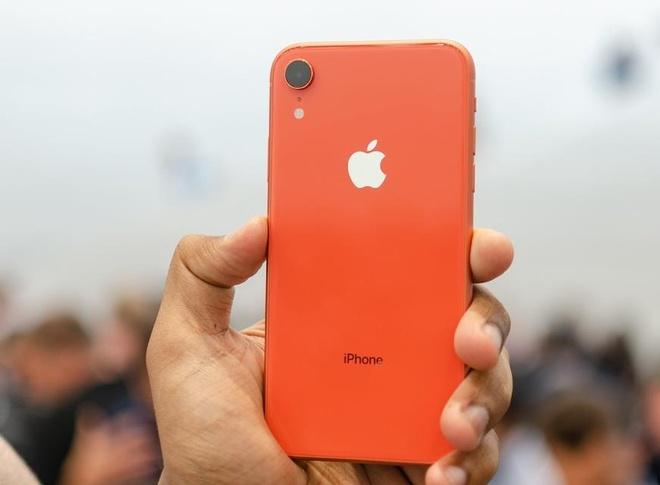 Việc iPhone XR liên tục dẫn đầu doanh số cho thấy điện thoại flagship Apple đang không ổn. Ảnh: DigitalTrend.