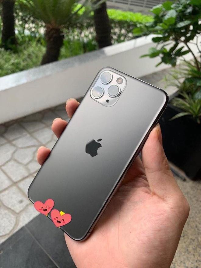 Mot nguoi Viet da co du 3 chiec iPhone moi du Apple chua mo ban hinh anh 5