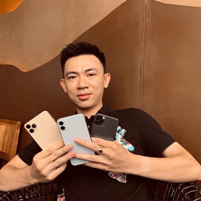 Mot nguoi Viet da co du 3 chiec iPhone moi du Apple chua mo ban hinh anh 1