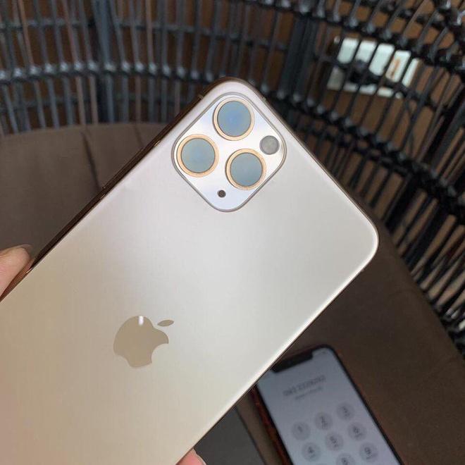 Mot nguoi Viet da co du 3 chiec iPhone moi du Apple chua mo ban hinh anh 2