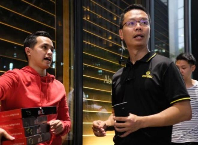 Nhóm phát pizza cho người Việt xếp hàng mua iPhone bị xua đuổi