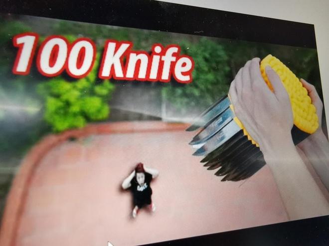 YouTuber NTN tha 100 con dao nhon tu lau cao de kiem view hinh anh 2