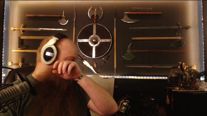 Streamer khoc trong vui suong vi duoc nguoi xem tang dan PC hinh anh 2