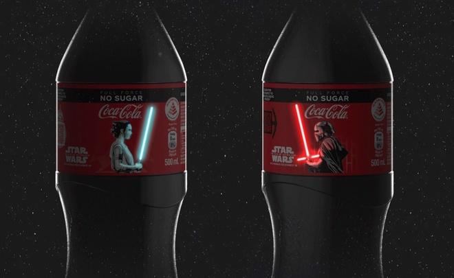 Coca-Cola ra phien ban kiem Star War phat sang tren than chai