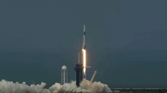 Spacex dua nguoi vao khong gian anh 1
