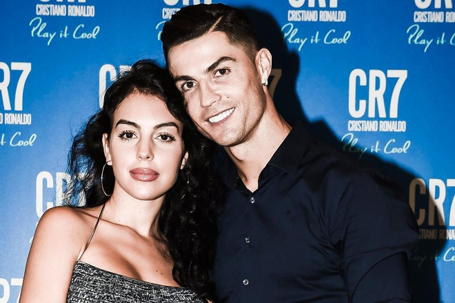 Ronaldo yeu ban gai tu cai nhin dau tien hinh anh