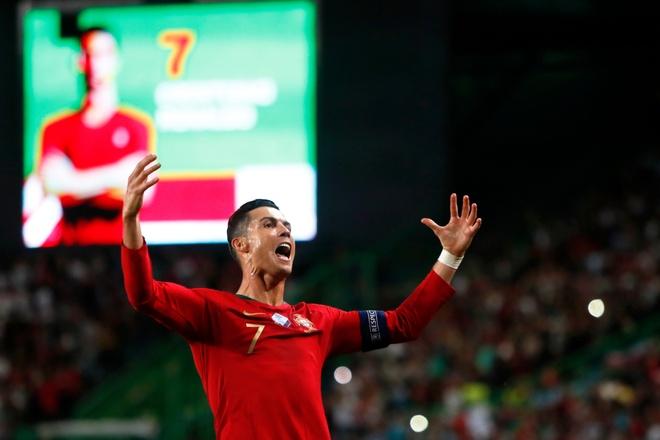 Ronaldo sap can moc 700 ban thang trong su nghiep hinh anh 2